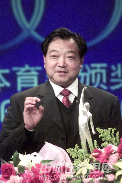 图文:2003年参加央视节目 获选年度最佳教练奖