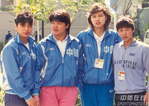 图文:1988年第24届汉城奥运会 泳坛四女将合影