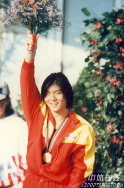 图文:1992年巴塞罗那奥运会 庄泳领奖台上挥手