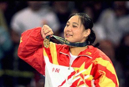 图文:1996年亚特兰大奥运会 孙福明在领奖台上
