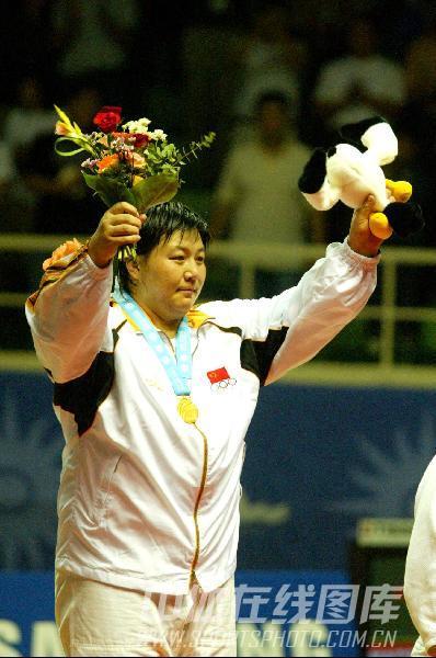 图文:2002年釜山亚运会 孙福明战胜对手再夺金