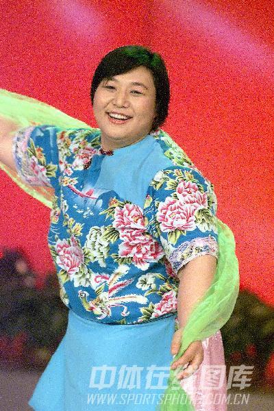 图文:2002全国十佳运动员评选 孙福明表演节目