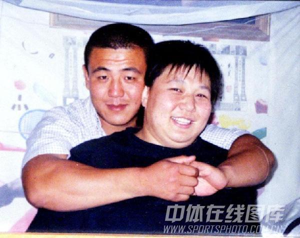 图文:赛场外幸福生活 孙福明与爱人的合影照片