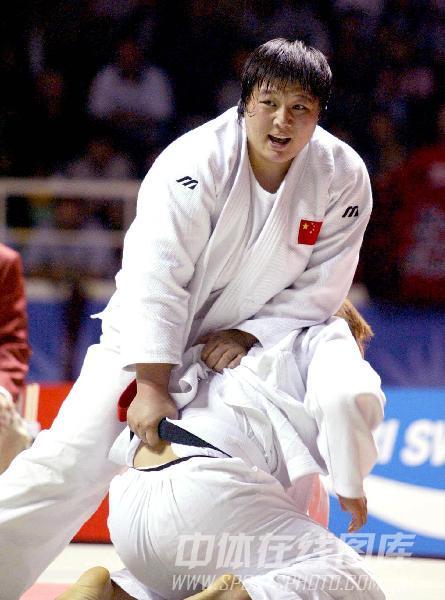 图文:2004年28届奥运会雅典 孙福明在比赛中