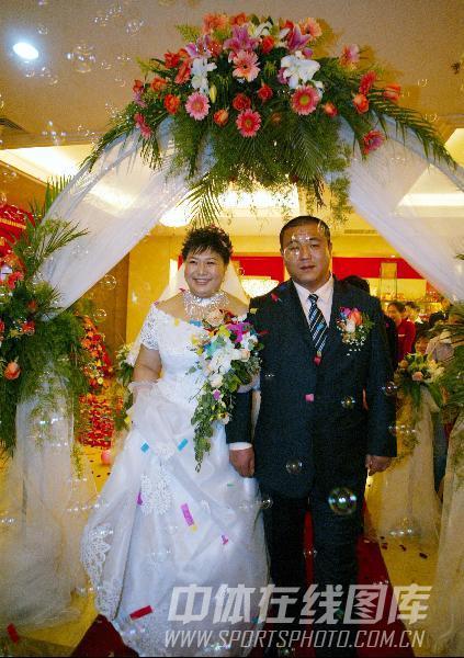 图文:2004年步入婚姻殿堂 孙福明与爱人杨旭东