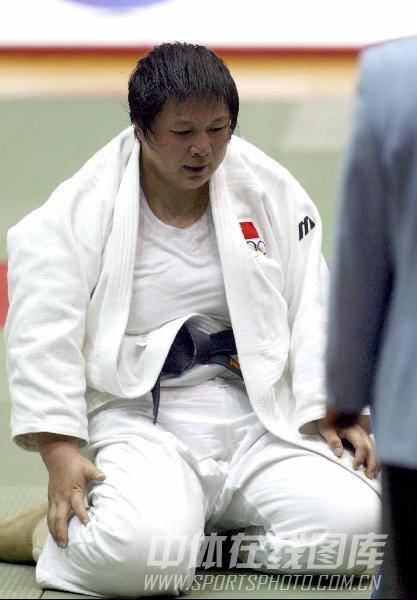 图文:05年十运会女子柔道 孙福明遵从教练假摔
