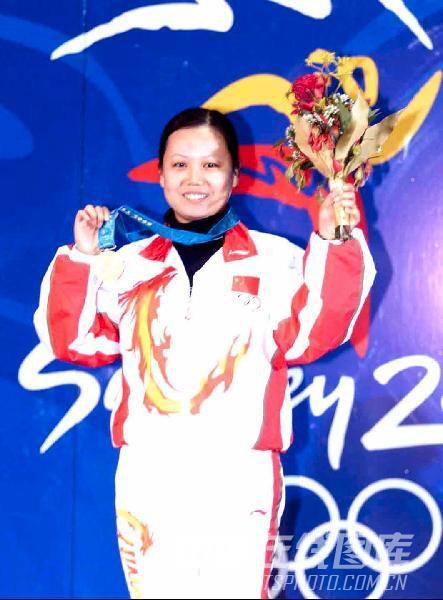 图文:2000年悉尼奥运会 陶璐娜夺得奥运会首金