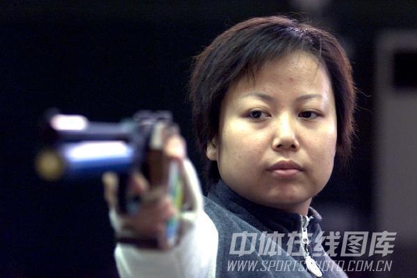图文:2002年备战亚运会 冠军陶璐娜投入训练