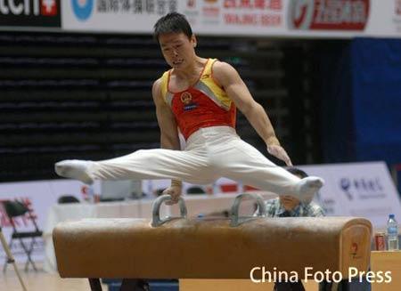 图文:体操世界杯首日资格赛 黄旭在鞍马比赛中