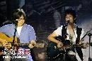 快男北京见面会—陈楚生抱起吉他弹唱一曲