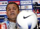 图文:[亚洲杯]决赛赛前发布会 沙特主帅在发言