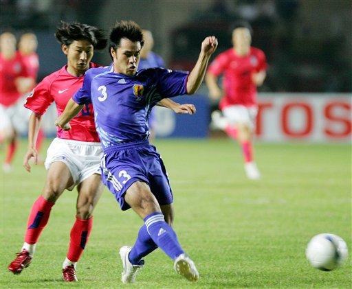图文:[亚洲杯]日本VS韩国 驹野友一卡位