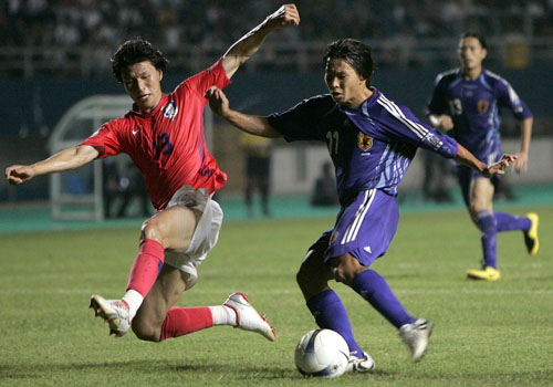 图文:[亚洲杯]日本5-6(点)韩国 变向过人