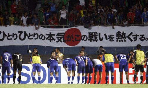 图文:[亚洲杯]日本5-6(点)韩国 向球迷致歉