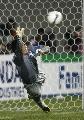 图文:[亚洲杯]日本5-6(点)韩国 李云在飞身救球