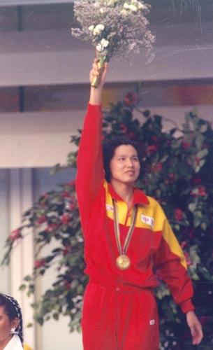 杨文意打破50米自由泳世界纪录