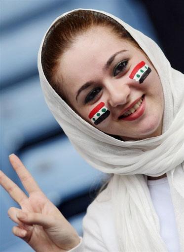 图文:[亚洲杯]十大美女球迷之四 伊拉克POSS