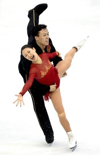 图文:奥运百图百事 冰上情侣走向