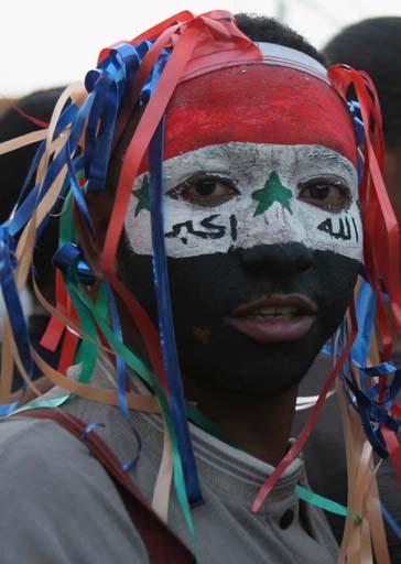 图文:伊拉克球迷狂欢死伤57人 脸部国旗彩绘