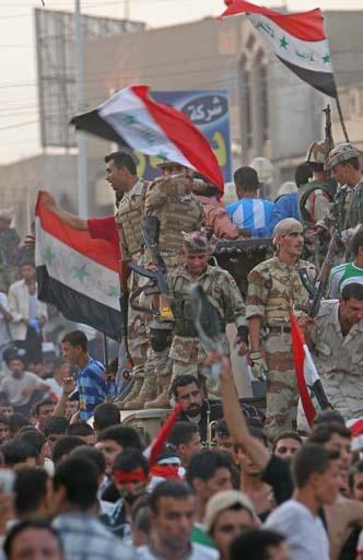 图文:伊拉克球迷狂欢死伤57人 警察严阵以待