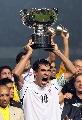 图文:[亚洲杯]伊拉克欢庆捧杯 头号功臣尤尼斯