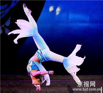 这种狭隘的古典舞蹈观造成了观念和课程结构上的局限