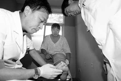 艾冬梅今天上午在医院接受医生检查 摄/记者 安灵均