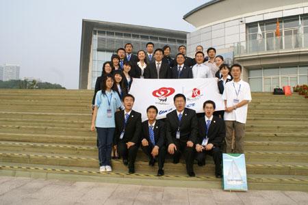 图文:奥运城市志愿者开展活动 奥帆委新闻中心