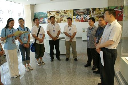 图文:刘剑会见大学生志愿者 08奥运宣讲团成员