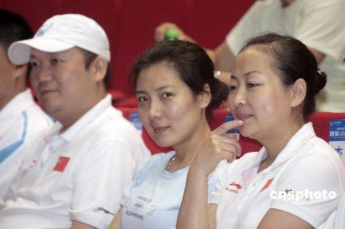 图文:射击队签约创维 李对红杜丽出席签约仪式