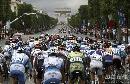 图文:环法赛康塔多夺总冠军 选手骑向凯旋门
