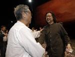 香港德高望重著名演员曾江对赖声川导演表示祝贺