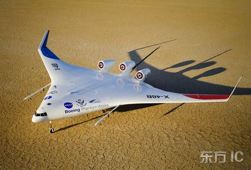 """资料:2007年7月26日,美国加利福尼亚,爱德华兹空军基地,波音公司与NASA联合开发的革新型""""翼身合一""""的X-48B型飞机。"""