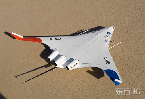 """资料:2006年10月24日,美国,""""翼身合一""""的X-48B型飞机。"""