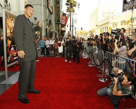 图文:中国巨人亮相好莱坞 孙明明在现场