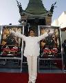 图文:中国巨人亮相好莱坞 成龙大将风度