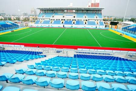 图文:北京奥运曲棍球场竣工 绿草如茵美景如画