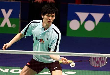 图文:2008奥运希望之星羽毛球鲍春来 轻放小球