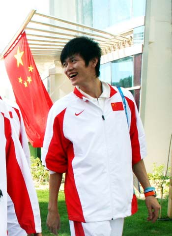 图文:2008奥运希望之星羽毛球鲍春来 亚运旗手
