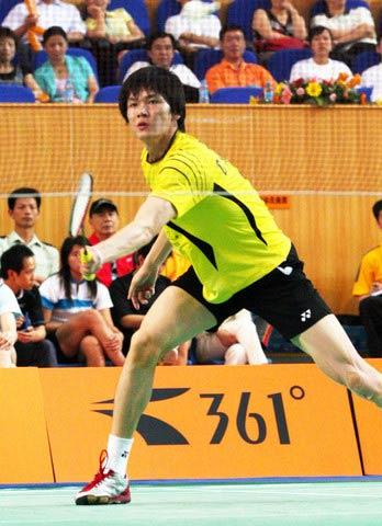 图文:2008奥运希望之星羽毛球鲍春来 网前推挡