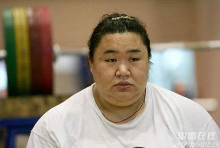 图文:中国女举备战奥运会 唐功红复出为奥运