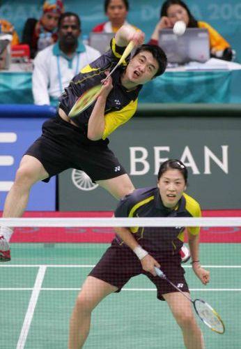 图文:2008奥运希望之星羽毛球混双 大力扣杀