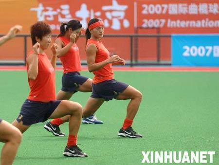 图文:奥运曲棍球场竣工 中国女曲刻苦训练为08