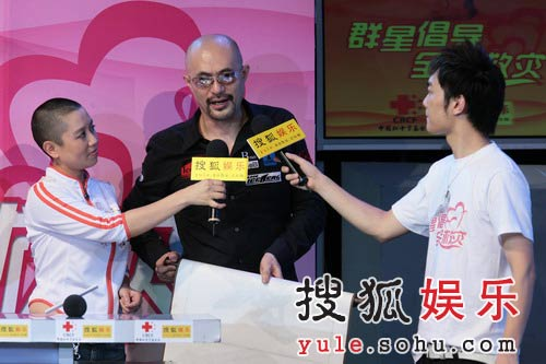 """图:徐锦江夫妇赶赴现场 为灾区人民送""""福""""-5"""