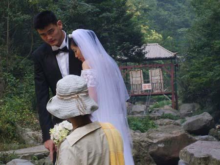 图文:姚明叶莉拍摄婚纱照 篮坛幸福新人婚纱照
