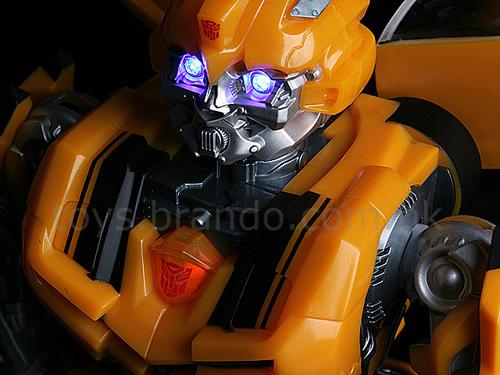 大黄蜂机器人扬声器诞生 随音乐舞动