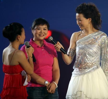 图文:《为奥运加油》冰舞晚会 奥运冠军张山