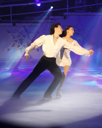 图文:《为奥运加油》冰舞晚会 庞清佟健