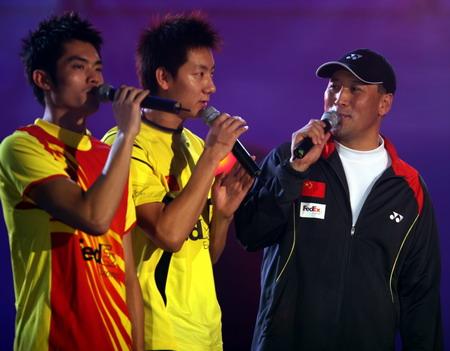图文:《为奥运加油》冰舞晚会 李永波与队员