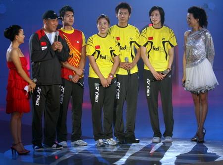 图文:《为奥运加油》冰舞晚会 李永波携弟子